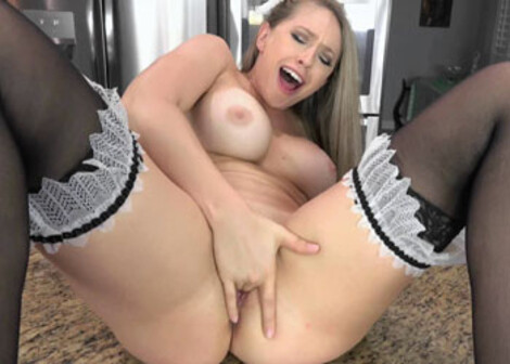 Blonde Kagney masturbates on the counter