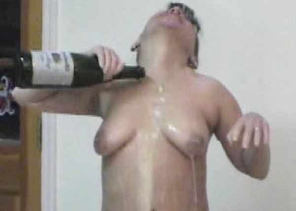 Vixen fucks a big bottle